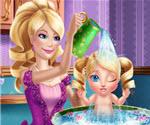 Barbie Bebeğini Yıkıyor